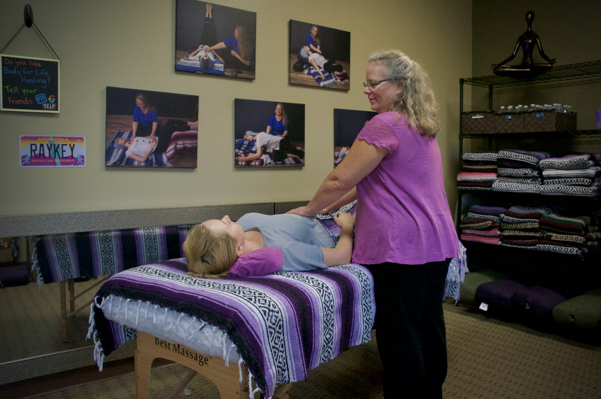 Canna Yamamoto giving Reiki energy healing in Tucson Arizona. Learn more at https://www.bodyforlifehealing.com/karuna-reiki-energy-healing-tucson-oro-valley