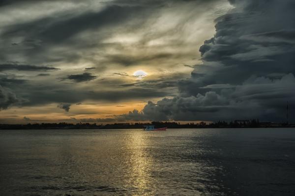 #sunrise,#travel,#travel photography,#landscape,#landscape photography,#sunrise photo,#sunrise in Thailand,#Thailand photos,#photos of Thailand,#storm photography,#fishing,#fishing boat,#fishing in Thailand,#fishing boat photo,#storm clouds