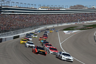 The start of the Monster Energy Cup Series race at Las Vegas Motor Speedway.  (NASCAR Photos)