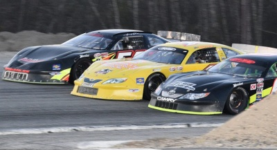 Three-wide PASS action at Oxford.  (PASS Photo)