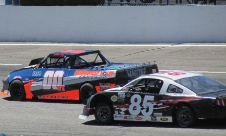 Brandon Gray (#00) and Michael Veins (#85) in NEMST competition.  (Mike Twist Photo)