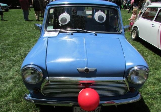A smiling Mini Cooper.  (Mike Twist Photo)