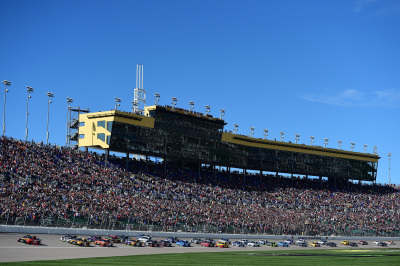 The start of the NASCAR Cup Series race at Kansas Speedway.  (NASCAR Photo)