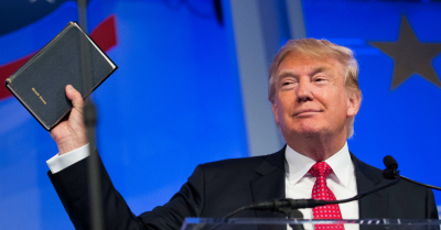 Trump va jura pe doua Biblii la investire: A sa si a lui Abraham Lincoln. Obama jura pe Coran?