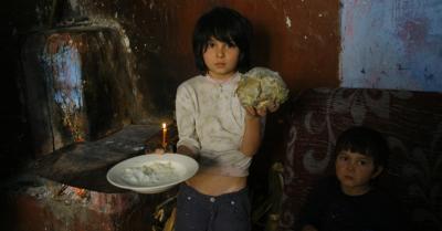 Romania postdecembrista - Peste 200.000 de copii se culca flamanzi in fiecare seara.