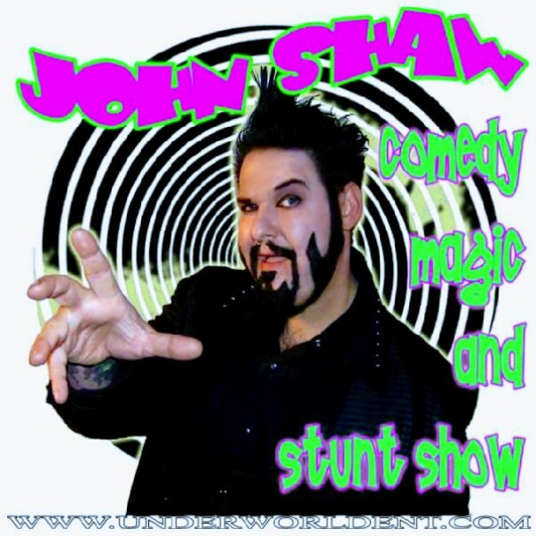 The Freak Show 3:30, 7:00 y 9:30pm