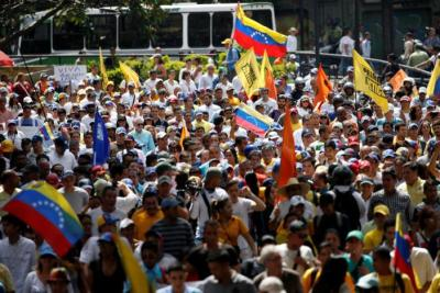 "alt=""Venezuelan crowd opposing Maduro"""