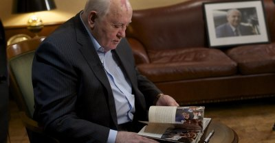 "alt=""Mikhail Gorbachev"""