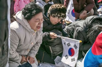 "alt=""Pro-Park Protest in South Korea"""