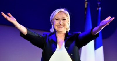 "alt=""France's leader of far right Le Penn advances"""