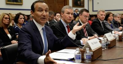 "alt=""United Airlines CEO testifies"""