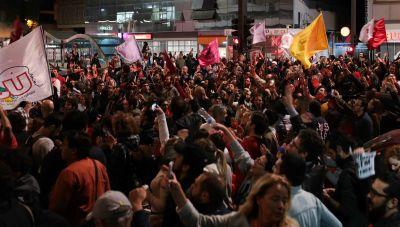"""alt=""""Brazil sinks deeper into political crisis"""""""