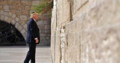"""alt=""""Trump's hypocrisy continues"""""""