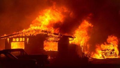 """alt=""""California wildfires: Hundreds evacuated as flames spread"""""""