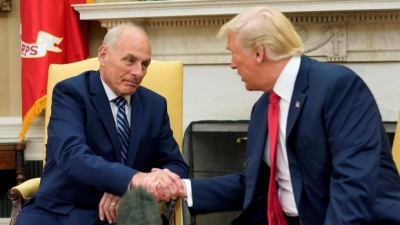 "alt=""Kelly, sworn in as chief of staff, will do 'spectacular job,' Trump says"""