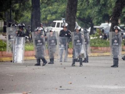 "alt=""Venezuela using excessive force, arrests to crush protests: U.N."""