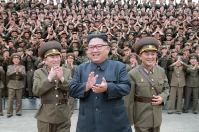 "alt=""North Korea delays Guam missile firing; U.S. says dialogue up to Kim"""