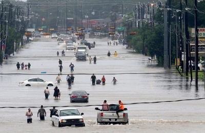 """alt=""""Harvey Pounds Texas as Epic Flooding Paralyzes Houston"""""""