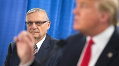 "alt=""Trump pardons Arizona ex-Sheriff Joe Arpaio"""