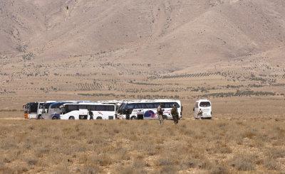"alt=""Stranded ISIS Convoy Symbolizes Militants' Stalled Campaign"""