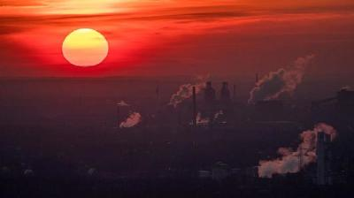 "alt=""Carbon dioxide in atmosphere hits highest level in 800,000 years"""