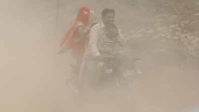 "alt=""New Delhi's toxic smog poses serious health threat, warns doctor"""