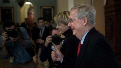 """alt=""""Tax bill: Trump victory as Senate backs tax overhaul"""""""