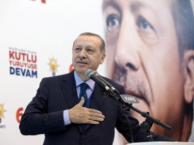 "alt=""Turkey's Erdogan says businessmen moving assets abroad are 'traitors'"""