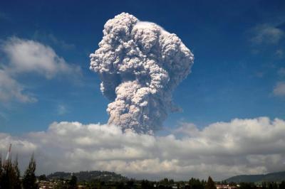 "alt=""Mount Sinabung erupts"""