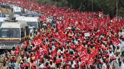 "alt=""Thousands of Indian farmers end protest after talks with government"""