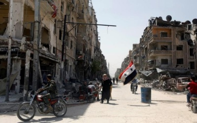 "alt=""Syrian army, Islamic State wage fierce battle in south Damascus"""