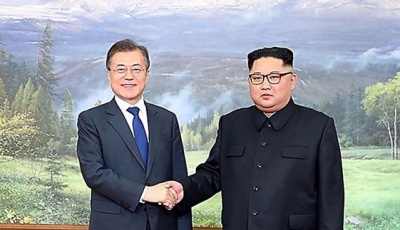 "alt=""Korean leaders meet in surprise summit"""