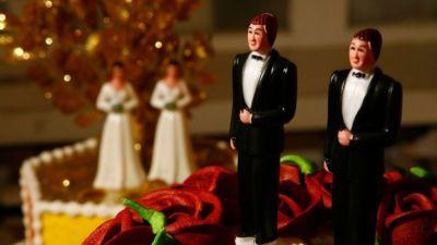 "alt=""US Supreme Court backs Colorado baker's gay wedding cake snub"""