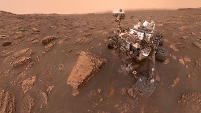 "alt=""Curiosity Captures Photos of Thickening Dust"""