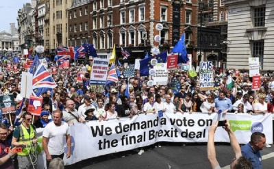 "alt=""Anti-Brexit protest: estimated 100,000 march two years after vote"""