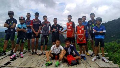 "alt=""Thailand cave rescue: Boys found alive after nine days"""