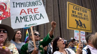 """alt=""""Judge declines to ease deadlines for government to reunite families"""""""