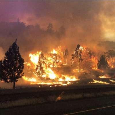 """alt=""""Klamathon blaze crosses Oregon border amid fierce start to fire season"""""""