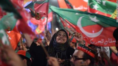 "alt=""Pakistan election: 31 dead as bomb attack mars voting"""