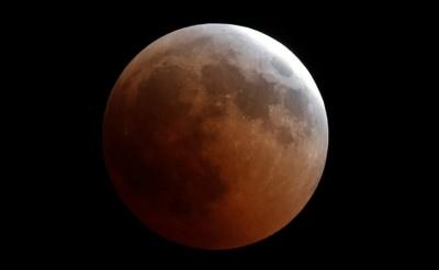 "alt=""Blood Moon dazzles star gazers in longest lunar eclipse of 21st century"""