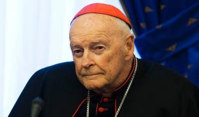 "alt=""U.S. cardinal steps down amid widening sex abuse scandal"""