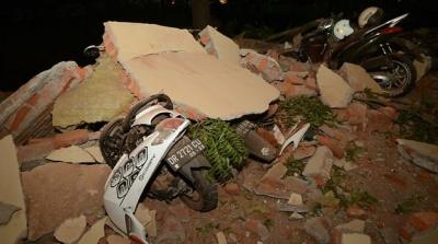 """alt=""""Scores die as quake again hits Indonesian island"""""""