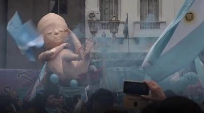 "alt=""Argentina abortion: Senate defeats bill after polarising debate"""