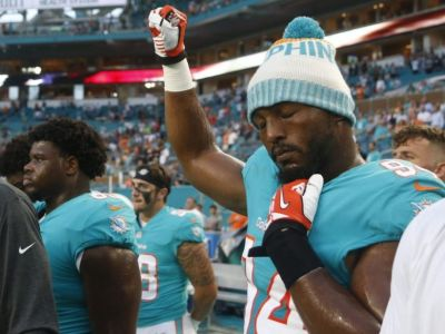 """alt=""""Donald Trump says protesting NFL players should 'be cool!'"""""""