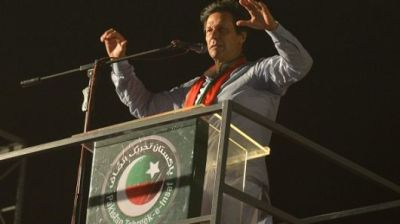 "alt=""Imran Khan claims victory in Pakistan's violence-plagued election"""