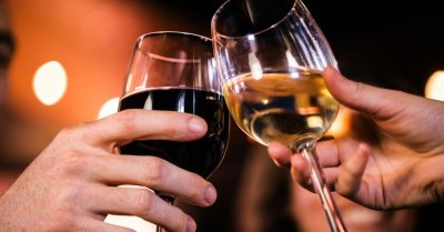 """alt=""""No amount of alcohol is safe, health experts warn"""""""
