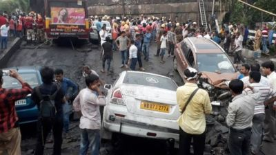 "alt=""People feared trapped after India bridge collapse"""