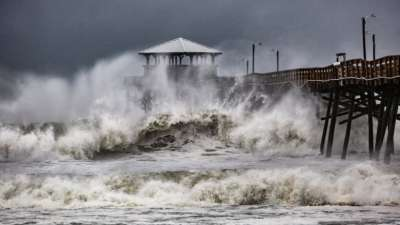 """alt=""""Hurricane Florence makes landfall, knocking out power to nearly 440,000 homes"""""""