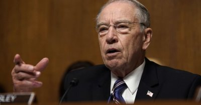 "alt=""Key senators call for FBI probe of Kavanaugh allegations as panel advances nomination"""