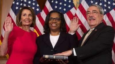 "alt=""Newly empowered House Democrats pass funding plan without wall"""